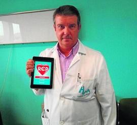 Fotografía del doctor granadino Miguel Ángel Díaz Castellanos, uno de los inventores de la app para móviles para la RCF