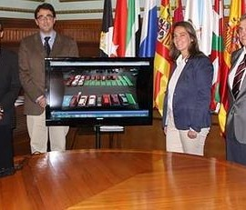 La fotografía muestra a varios de los integrantes del proyecto presentando en el ayuntamiento de Motril de la app móvil, Wepark