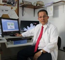 Fotografía de Ahmad Agil, lider de la investigación sobre la melatonina realizada por científicos de la Universidad de Granada
