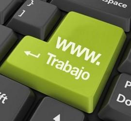 """La imagen muestra un teclado de ordenador con las teclas en color negro y una de ellas en color verde en la que hay escrito el texto """"www.Trabajo"""" en relación con la web de empleo de la Universidad de Granada (UGR)"""