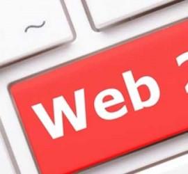 Fotografía de un teclado en el que una de sus teclas pone web 2.0 en color rojo