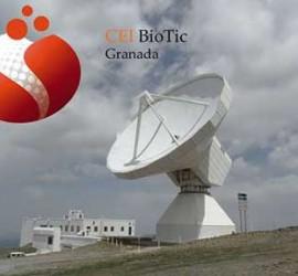 Fotografía de un satélite ubicado en Sierra Nevada de Granada y sobre la imagen el logotipo de CEI BioTic Granada