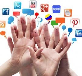 La imagen muestra cuatro manos entrelazadas y los dedos tienen pintados unas caras y sobre ellos aparecen varias viñetas con logotipos de distintas redes sociales