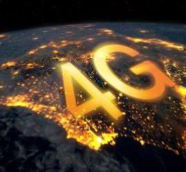 Vista aérea de España iluminada por luces y sobre ella pone en grande 4G en referencia a la implantación de la tecnología 4G en la ciudad de Granada situada en el sur de España