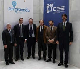 Fotografía del Embajador de Italia en el edificio de la General de Granada junto a integrantes del proyecto On Granada Tech City