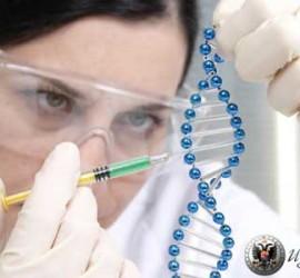 Científica trabajando en una investigación como muestra de la divulgación de la cultura científica que realiza la UGR