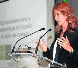 """Fotografía de Cristina Garmendia en las jornada """"Como innovar y emprender en el sector Biosanitario"""""""