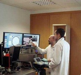 Dos profesores de la Universidad de Granada en Informática y Telecomunicaciones trabajando en el sector TIC