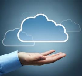 """La mano de un empresario que sujeta un dibujo de """"La nube"""""""