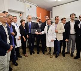 Los protagonistas del nuevo sistema tecnológico iPharma en su presentación en el Hospital de San Cecilio de Granada