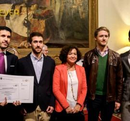 Fundadores de Battever recibiendo el premio entre todas la empresas tecnológicas del V Concurso de emprendimiento universitarios.