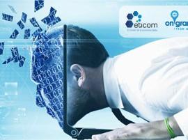 Un empresario introduciendo la cabeza dentro de la pantalla de un ordenador en relación con la jornada sobre ciberseguridad para pymes en Granada