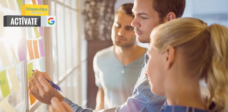 Varios jóvenes emprendedores en el curso Actívate de Google que se celebra en Granada